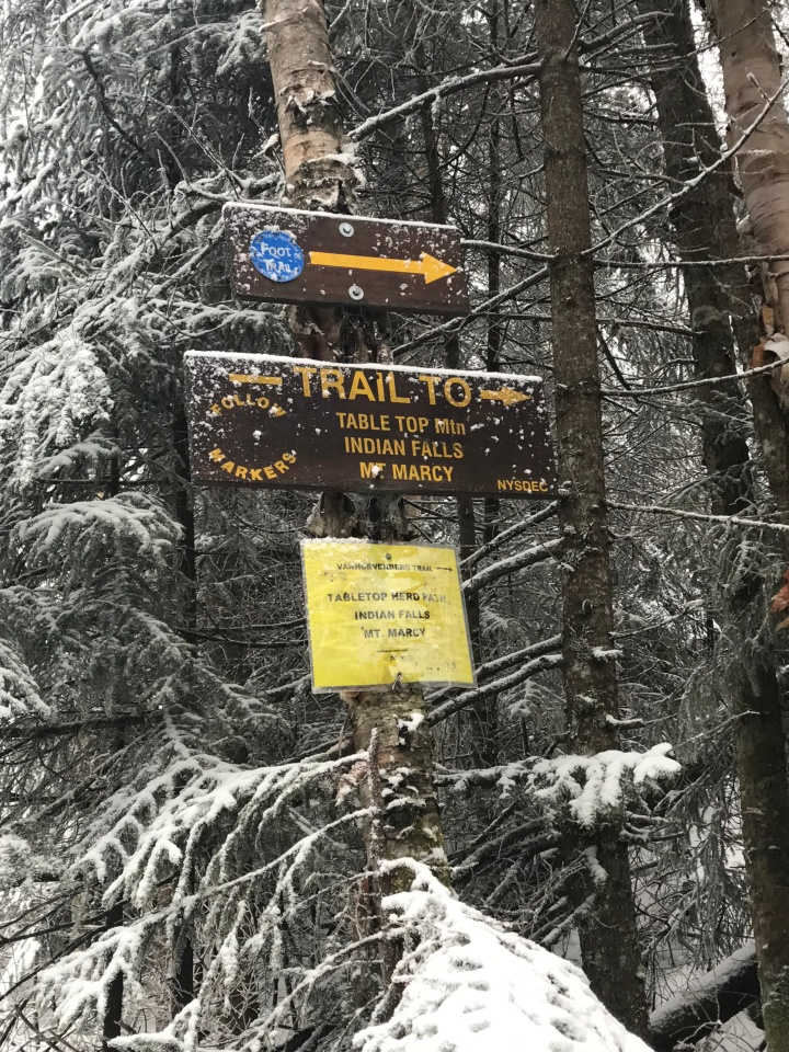 Trail sign to Tabletop 1